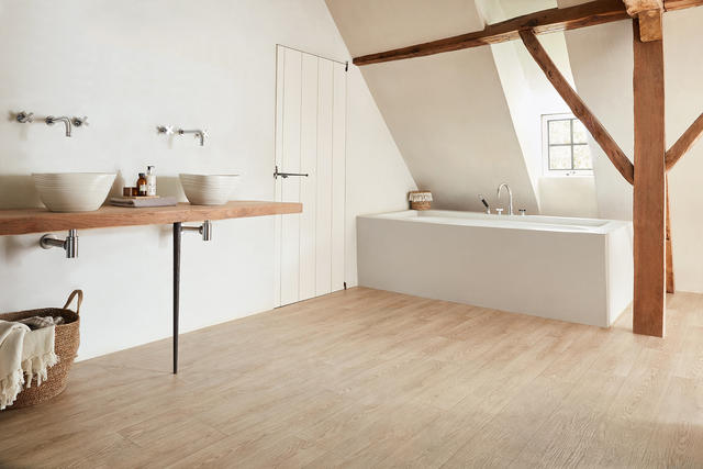 Choosing wood floors for a bathroom