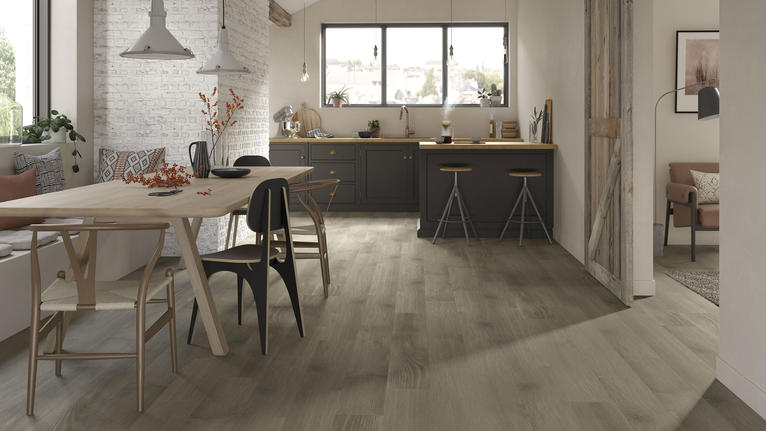 Starfloor Click Ultimate 30, the tough vinyl flooring for busy family homes