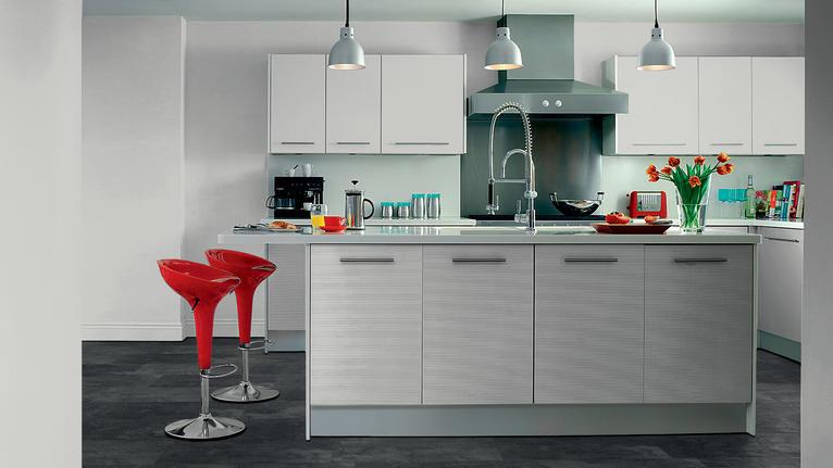 Sol stratifié dans la cuisine : à éviter ou à adopter ?
