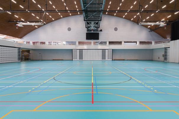 Sporthall med kombinationselastiskt sportgolv från Tarkett