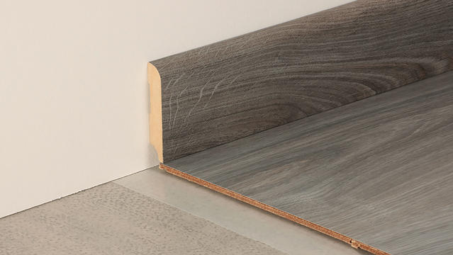 Extra-large skirting boards for laminate flooring