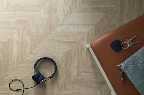 laminaatti ja kuulokkeet