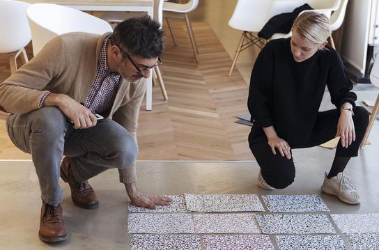 Bli med bak kulissene før Milano Design Week og les om vår nye kolleksjon iQ Surface